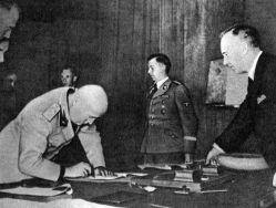 German Foreign Minister Ulrich Friedrich Wilhelm Joachim von Ribbentrop (right).