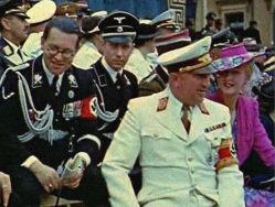 Der Anführer der Deutschen Arbeitsfront Robert Ley (2R)