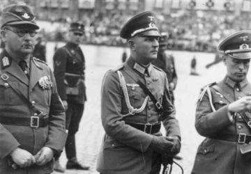 Major Friedrich Hossbach (Mitte), der Adjudant von Adolf Hitler