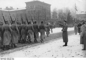 Vorbeimarsch der Leibstandarte vor Adolf Hitler, Dezember 1935
