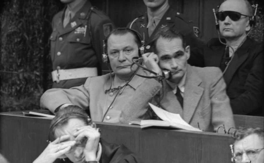 Hermann Göring et Rudolf Hess sur le banc des accusés lors du procès de Nuremberg. Photo par Evgueni Khaldei. Archives de l'État russe de documents cinématographiques et photographiques (RGAKFD) / Arch. N ° A-9235