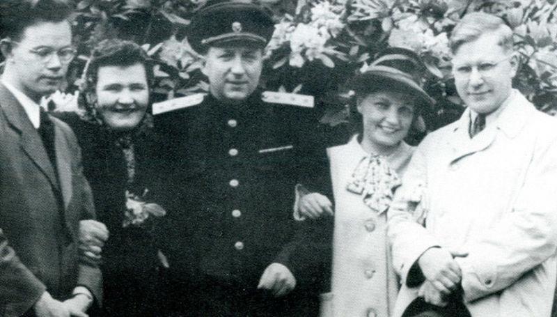 Roman Rudenko avec sa femme Maria (à gauche) à Nuremberg, 1946. Archives centrales du FSB de la Fédération de Russie