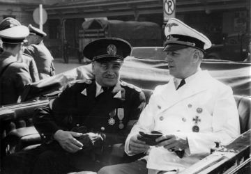 """Joachim von Ribbentrop mit dem Königlich Rumänischen Ministerpräsidenten Gigurtu in ihrem Wagen bei der Abfarht vom Salzburger Bahnhof zum Hotel """"Österreichischer Hof"""" am 27. Juli 1940"""