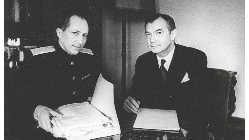 Roman Roudenko, procureur général de l'Union soviétique (à gauche) et Robert Jackson, procureur en chef pour les États-Unis (à droite). Photo de Viktor Temine. GA RF / F. 10140. Op. 2.D.153.L. 2