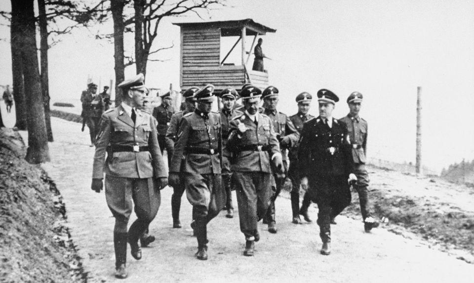 Kaltenbrunner, le commandant du camp Franz Ziereis, Himmler et Eigruber lors de l'Inspection du camp de concentration de Mauthausen en avril 1941