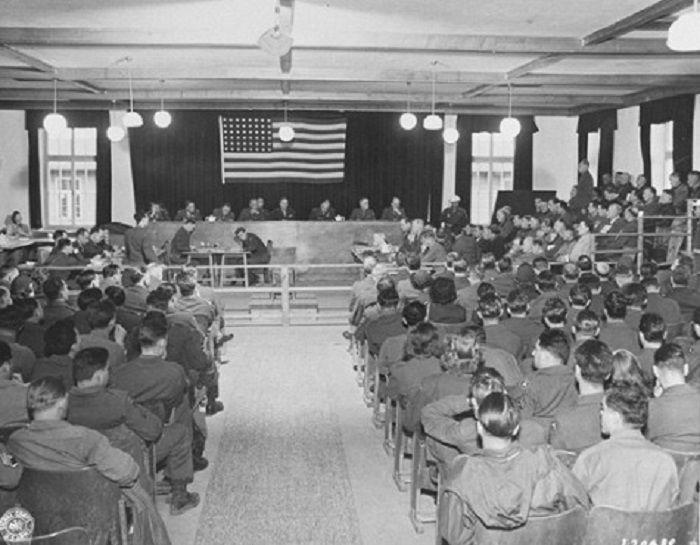 Le 15 novembre 1945, à 10 heures du matin, le procès de 40 employés de Dachau a été ouvert sur le territoire du camp. Ce procès est devenu le premier des 121 organisés par les Alliés et le nouveau gouvernement allemand pour juger le personnel des camps de concentration et des prisonniers collaborateurs.