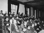 Les accusés se sont vus attribuer des numéros qu'ils devaient garder tout au long du procès. Le tribunal a jugé l'ancien commandant de Dachau Martin Weiss, des responsables de différents services, des médecins, trois prisonniers collaborateurs et plusieurs surveillants, en les accusant de crimes de guerre contre des prisonniers de guerre originaires des pays alliés et des civils. Des preuves irréfutables de traitements avilissants et d'assassinats, de participation à des exécutions et de réalisation d'expérimentations médicales ont été présentées contre certains accusés.