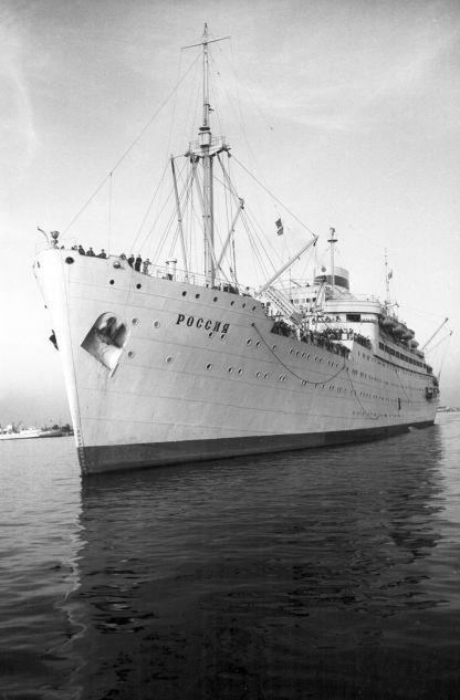 Le navire diesel-électrique Rossiya construit en 1938 au chantier naval Deutsche-Werft à Hambourg sous le nom de Patria a été reçu par l'URSS en 1946 à titre de réparation. Il a été opérationnel jusqu'en 1984.