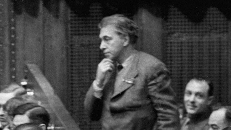 L'écrivain soviétique Ilya Ehrenbourg dans la salle du tribunal lors du procès de Nuremberg