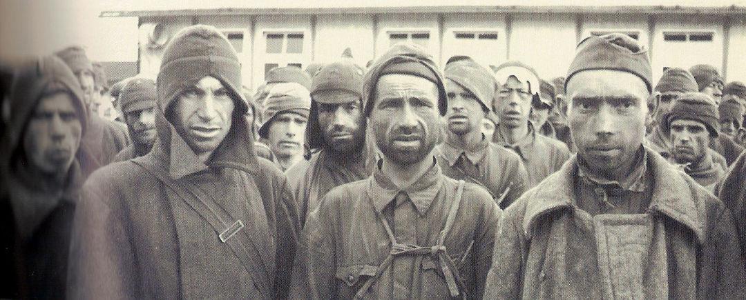 """Maurice Lampe: """"Das Lazarett wurde einst von den ersten sowjetischen Gefangenen gebaut, die in Mauthausen eingetroffen waren. 4000 sowjetische Soldaten wurden getötet und totgequält, als sie die acht Blöcke dieses Lazaretts bauten. Die Erinnerungen an diese Morde sind in meinem Gedächtnis immer noch so ausgeprägt, dass man das Mauthausen-Lazarett nicht anders als 'russisch' nannte."""" … """" Wir waren ungefähr 10.000 Franzosen. 3000 kehrten zurück. 8000 Spanier trafen in Mauthausen im Jahr 1941 ein. Als wir im April 1945 fortgingen, blieben 1600 Menschen, alle anderen waren vernichtet."""" … """"In Mauthausen gab es 3000 Tschechen, darunter 600 mit geistiger Arbeit. Nach dem Mordanschlag auf Heydrich wurde das tschechische KZ-Lager ausgelöscht, 300 von 3000 Menschen und 6 von 6000 Menschen mit geistiger Arbeit, die wir im Lager fanden, überlebten."""" … """"Juden waren in Mauthausen die Gruppe mit den schwierigsten Verhältnissen. Allerdings muss ich sagen, dass Juden in Mauthausen nicht länger als drei Monate verbrachten. Es gab nur wenige von ihnen."""""""