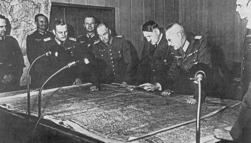 """5. April 1946, das Verhör führte der sowjetische Chefankläger Roman Rudenko: """"Muss man nicht etwa schlussfolgern, dass Sie mit Ihrer soliden militärischen Vorbereitung und mit Ihren großen Erfahrungen die Möglichkeit hatten, Hitler bei der Entscheidung über kriegsstrategische und andere Fragen, die die Streitkräfte betrafen, wesentlich zu beeinflussen? Keitel: Nein. Ich muss sagen, dass Hitler in einem Umfang, der für einen Nichtexperten und nicht ausgebildeten Offizier praktisch unerreichbar war, die Berichte des Generalstabs, militärische Literatur, Essays zur Taktik, zu Einsätzen und zur Strategie erforschte, und dass er Kenntnisse in militärischen Bereichen hatte, die man einfach unglaublich nennen kann. (…) Wir hatten den Eindruck, dass nur ein Genie dazu fähig wäre. Rudenko: Aber Sie werden hoffentlich nicht leugnen, dass Sie wegen Ihrer Vorbereitung und Ihrer Kriegserfahrungen Hitlers Berater in einigen äußerst wichtigen Fragen waren? Keitel: Ich gehörte zu seinem nächsten militärischen Umfeld und hörte von ihm viele Dinge. Aber gestern habe ich die Frage meines Verteidigers beantwortet, dass ich ehrlich sagen muss, dass ich selbst in vielen alltäglichen Fragen, die die Organisation und Ausrüstung der Wehrmacht betrafen, ein Lehrling und kein Lehrer war. (…) Rudenko: (…) Räumen Sie ein, dass die von Ihnen unterzeichnete Direktive zur vorläufigen Aufteilung Jugoslawiens ein Dokument von einer großen politischen und internationalen Bedeutung war, das die faktische Vernichtung Jugoslawiens als Staates vorsah? Keitel: Ich habe nichts außer der Ausfertigung der schriftlichen Verfügung Hitlers getan und sie an die Instanzen weitergeleitet, für die sie bestimmt war.Ich konnte weder einen persönlichen noch einen politischen Einfluss auf die Lösung dieser Frage ausüben."""""""