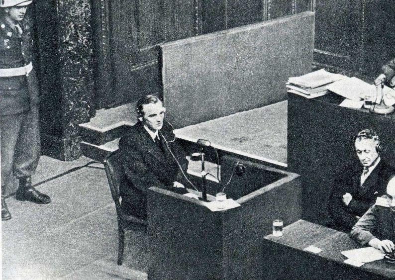 Vidéo d'archives de l'interrogatoire du maréchal Paulus