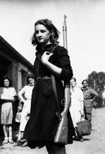 Young girl, a French Resistance fighter. 20 August 1944. © AP Photo