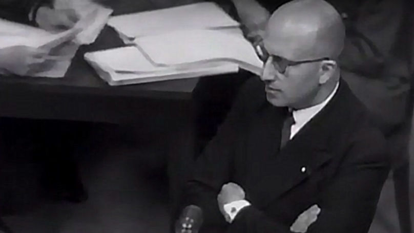 Charles Dubost, Deputy Chief Prosecutor for France at the Nuremberg trials, during questioning of a witness. © Public Domain