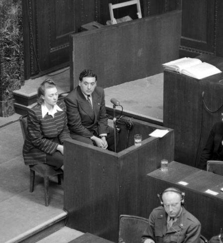 La Polonaise Severina Shmaglevskaja convoquée en tant que témoin par le tribunal de Nuremberg Photo d'Evguéni Khaldeï. Archives d'État de documents cinématographiques et photographiques de Russie, Arch. № В-2469, В-3199.