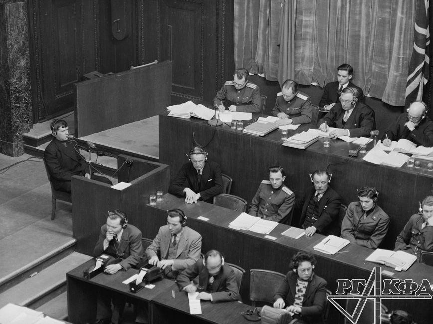 Interrogatoire du témoin Iakov Grigoriev / Archives d'État de documents cinématographiques et photographiques de Russie, Arch. № В-3198 / Photo d'Evguéni Khaldeï / Portail Web «Сrimes nazis en URSS»
