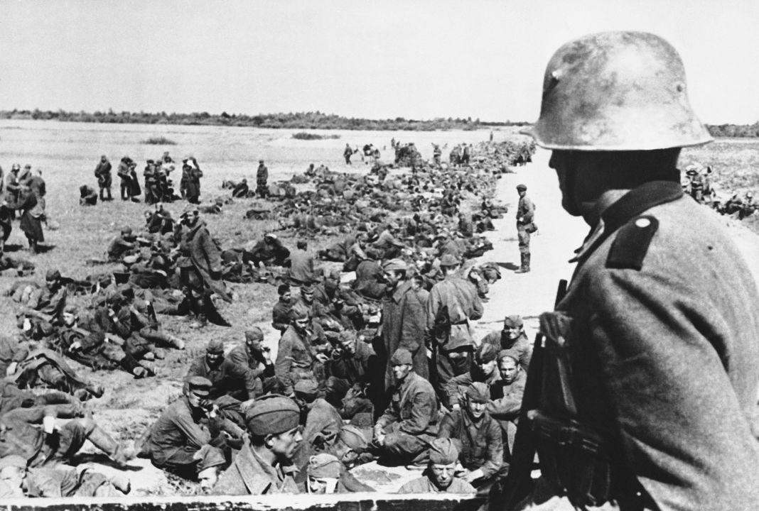 Des prisonniers de guerre soviétiques, octobre 1941