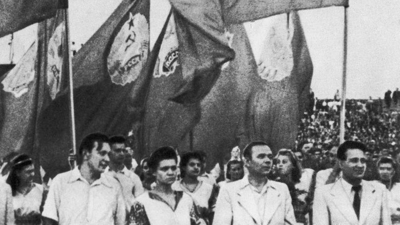 La délégation soviétique lors de l'ouverture du Festival mondial de la jeunesse et des étudiants à Prague, le 25 juillet 1947