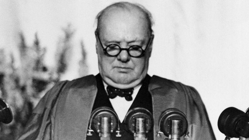 L'ancien Premier ministre britannique Winston Churchill prononce son discours au Westminster College de Fulton (Missouri, États-Unis), le 5 mars 1946