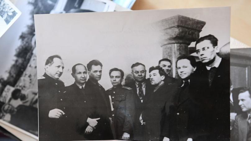 Roman Rudenko (on the left) with intelligentsia. From left to right - P. Krylov, N. Sokolov, Y. Korolkov, Vs. Ivanov, S. Kirsanov, Kuzkin, M. Kupriyanov. Nuremberg, 1946. Photo from the Rudenko family archive.