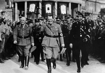 Герман Геринг, рейхсминистр продовольствия и сельского хозяйства Рихард Вальтер Дарре и гауляйтер НСДАП Гельмут Брюкнер на открытии сельскохозяйственной выставке в Бреслау (ныне город Вроцлав, Польша). 3 мая 1934 г.