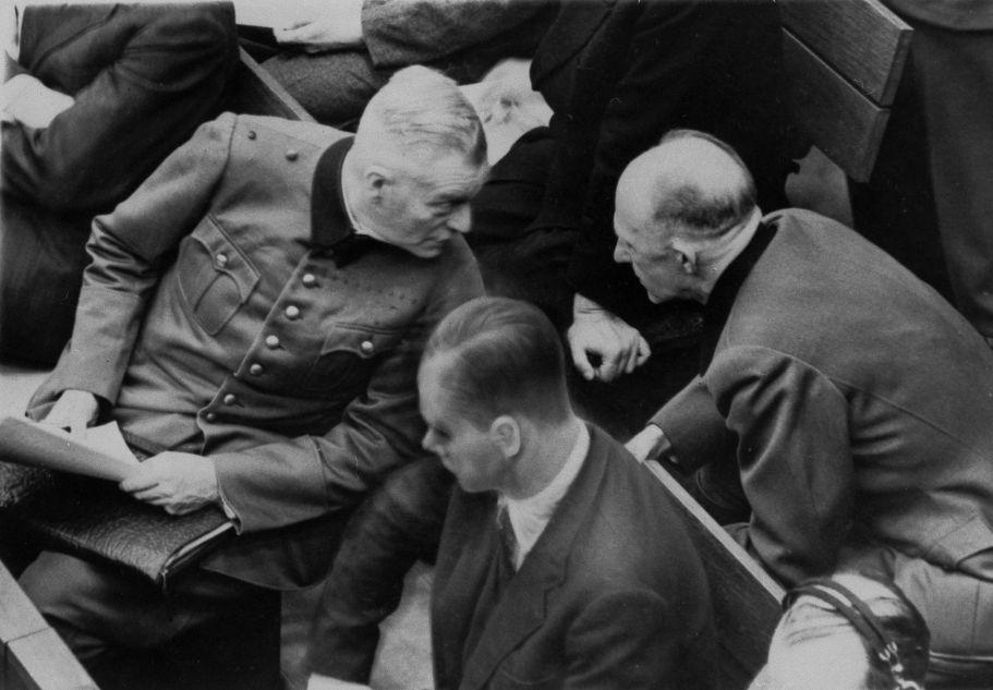 Вильгельм Кейтель и Альфред Йодль на скамье подсудимых в зале N 600 Нюрнбергского Дворца правосудия