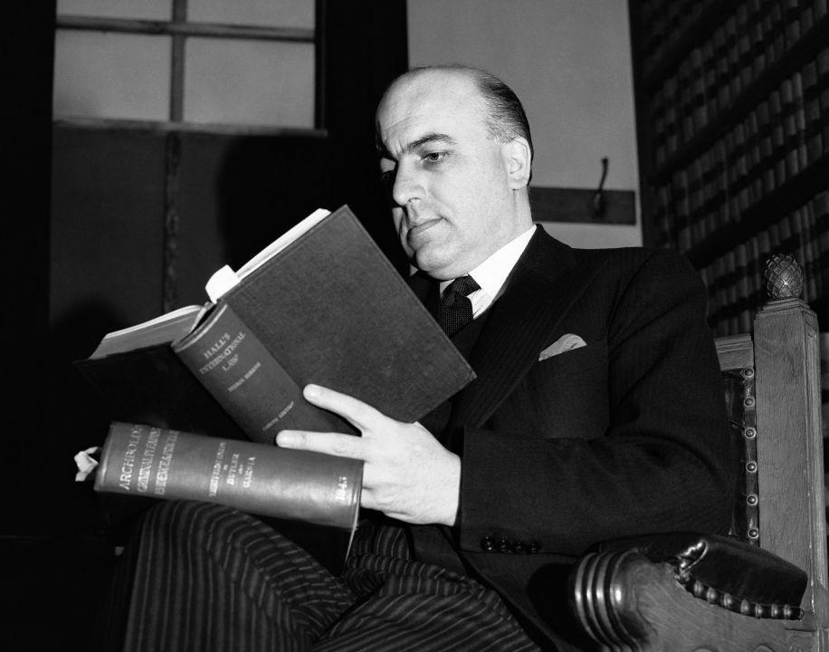 Генеральный прокурор Дэвид Максвелл-Файф. Лондон, 31 мая 1945 г.