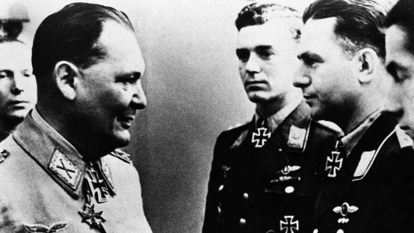 Hermann Göring avec des officiers de la Luftwaffe. Berlin, 15 novembre 1944.