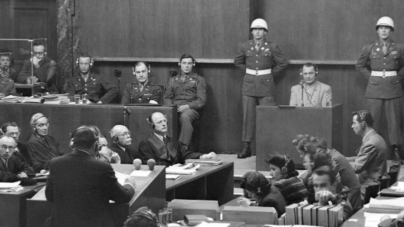 Le procureur en chef américain Robert Jackson interroge l'accusé Hermann Göring, le 18 mars 1946. Archives de l'État russe des documents cinématographiques et photographique, Arch. № B-3145, B-3058