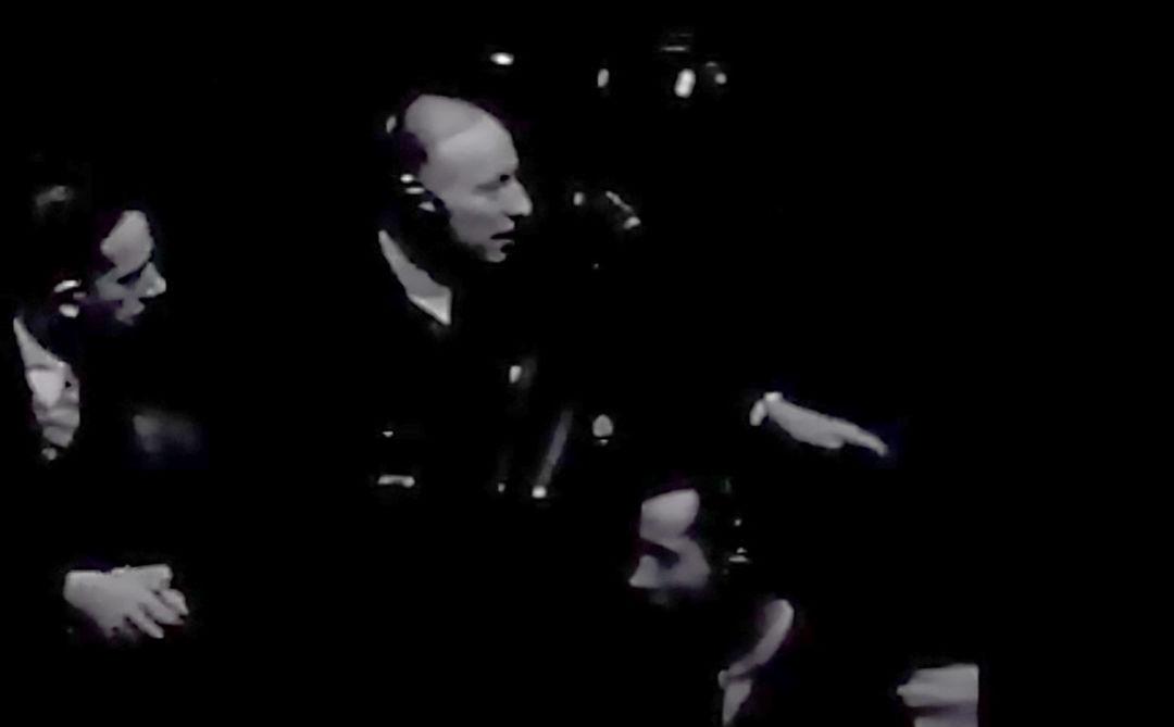 L'ancien prisonnier de la Gestapo et déporté en camp de concentration Hans Cappelen lors du procès de Nuremberg. Capture d'écran d'une vidéo