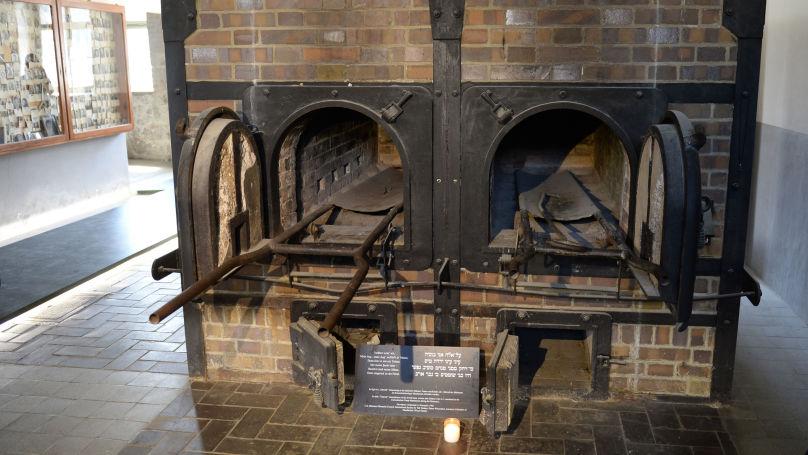 Un four crématoire de l'ancien camp de concentration nazi Mauthausen en Autriche - exposé au musée mémorial.
