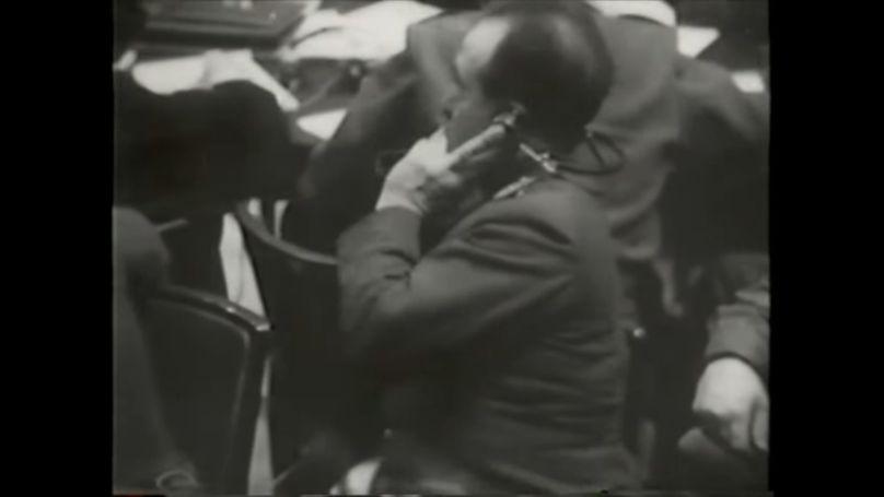 Le 20 novembre 1945, la première audience du tribunal militaire international se tient dans la salle 600 du palais de justice. Cette date marque la naissance de l'interprétation de conférence moderne. Capture d'écran de la vidéo du Robert Jackson Center