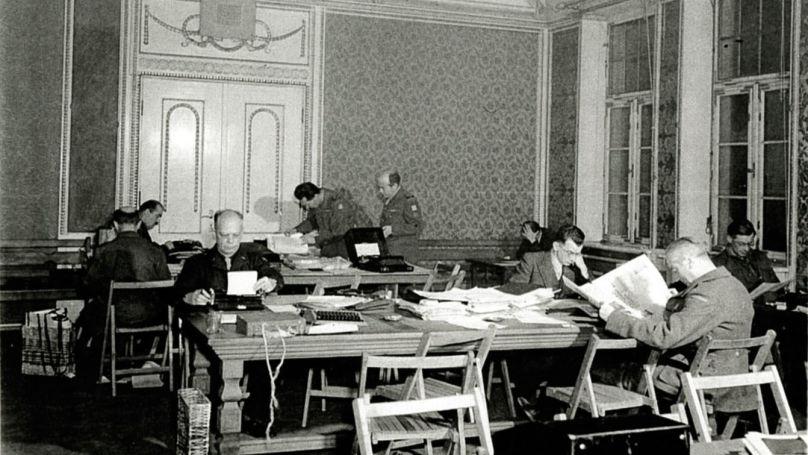 Bureau de presse situé dans le château du comte von Faber-Castell pendant le procès de Nuremberg // Faber-Castell / The U.S. National Archives