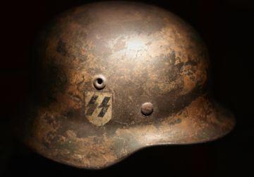 SS-Stahlhelm // Wolfmann // Creative Commons Attribution 2.0 Generic