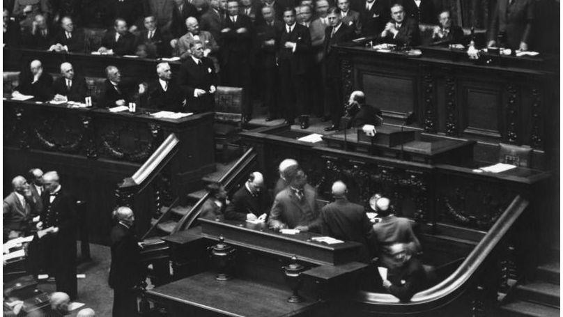 Le 12 septembre 1932, le chancelier du Reich Franz von Papen a annoncé la dissolution du Reichstag // Bundesarchiv, Bild 183-1988-0113-500 / CC-BY-SA 3.0