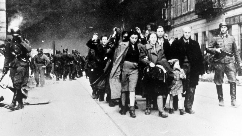 Des résidents du ghetto de Varsovie envoyés au centre d'extermination de Treblinka. 1942
