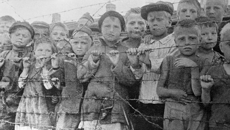 Des résidents du ghetto de Varsovie envoyés au centre d'extermination de Treblinka. 1942.