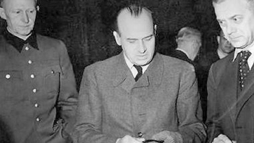Hans Frank (au centre) lors du procès de Nuremberg
