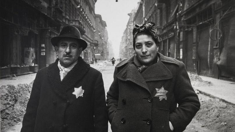 Une famille libérée du ghetto. Varsovie // Portail Образы войны.рф
