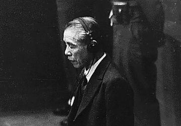 L'ancien Premier ministre japonais Koki Hirota à l'annonce de sa condamnation à mort lue par le juge William Webb, 1948
