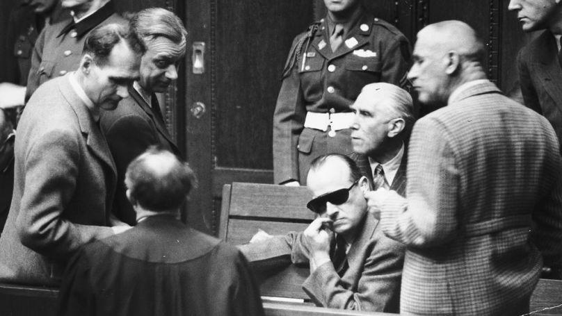Les accusés adoraient parler aux psychiatres. Cela leur redonnait l'impression d'être importants. Sur la photo: des criminels nazis dans la salle lors du procès de Nuremberg // USHMM