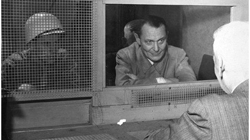 Göring prouvait de manière pathétique que le génocide était contraire à son «code chevaleresque», qu'il «respectait les femmes et considérait qu'il était antisportif de tuer des enfants», et que «personne ne connaissait le vrai Göring»