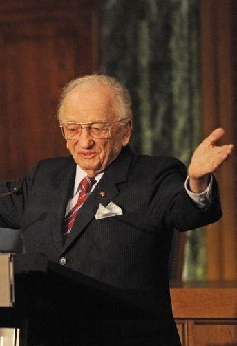 L'avocat américain Benjamin Ferencz lors de l'ouverture d'une exposition sur le procès de Nuremberg, novembre 2010