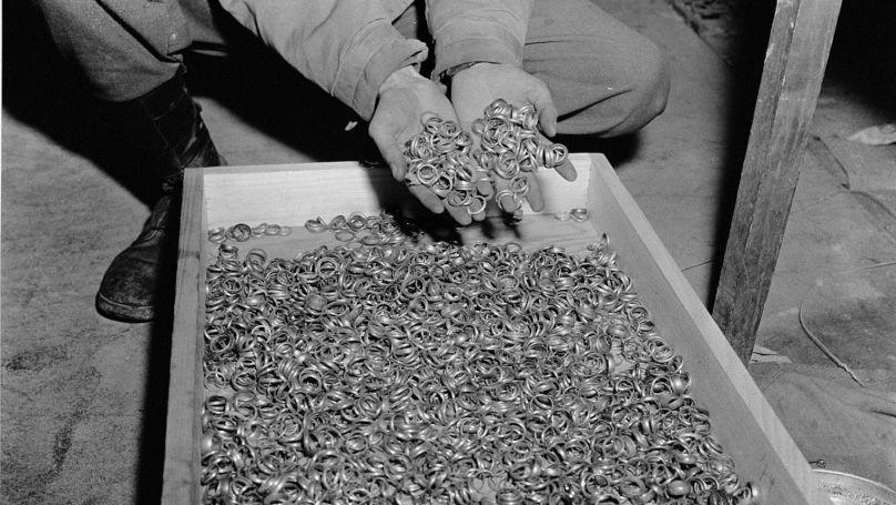 En tant que président de la Reichsbank, Funk recueillait les bijoux en or collectés dans les camps de concentration