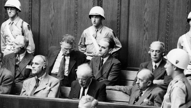 Le procès de Nuremberg. Sur le banc des accusés: au premier rang, Wilhelm Frick, Julius Streicher, Walther Funk // National Archives USA