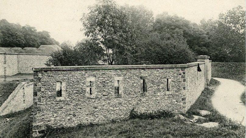 Fort du Mont Valérien en banlieue parisienne (carte postale). Licence Ouverte 1.0.
