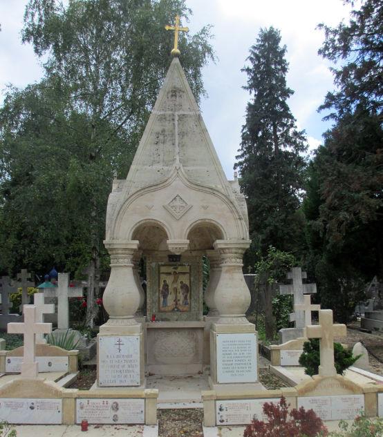 Chapelle commémorative à la mémoire des émigrés russes morts dans les combats et les camps pendant la Seconde Guerre mondiale (cimetière russe de Sainte-Geneviève-des-Bois)