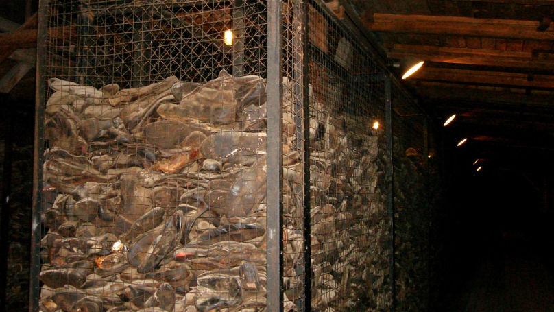 Des conteneurs remplis de chaussures de prisonniers du camp de concentration de Majdanek. Plus de 800.000 paires y ont été découvertes après la libération