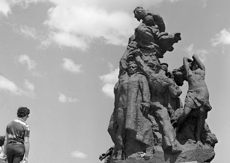Monument aux victimes du fascisme à Babi Yar.