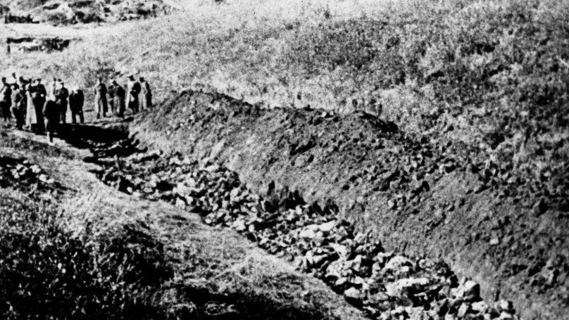 1944. Une fosse à Babi Yar, où les corps de civils abattus (des Juifs pour la plupart) et de prisonniers de guerre ont été enterrés.